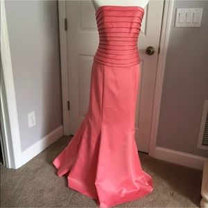 Coral pink strapless size 6 formal dress gown